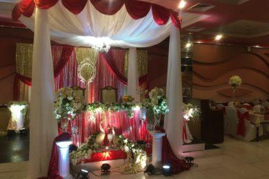 Украшение свадебного зала в Ауре в красном цвете