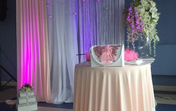 Персиковая свадьба в ресторане