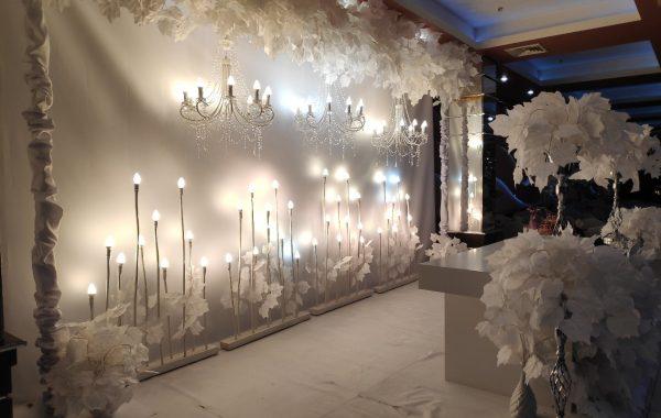 Декор свадебного зала в белом цвете – оригинальная игра со светом