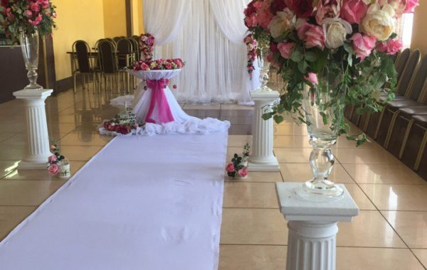 Украшение свадебного зала в цвете фуксия
