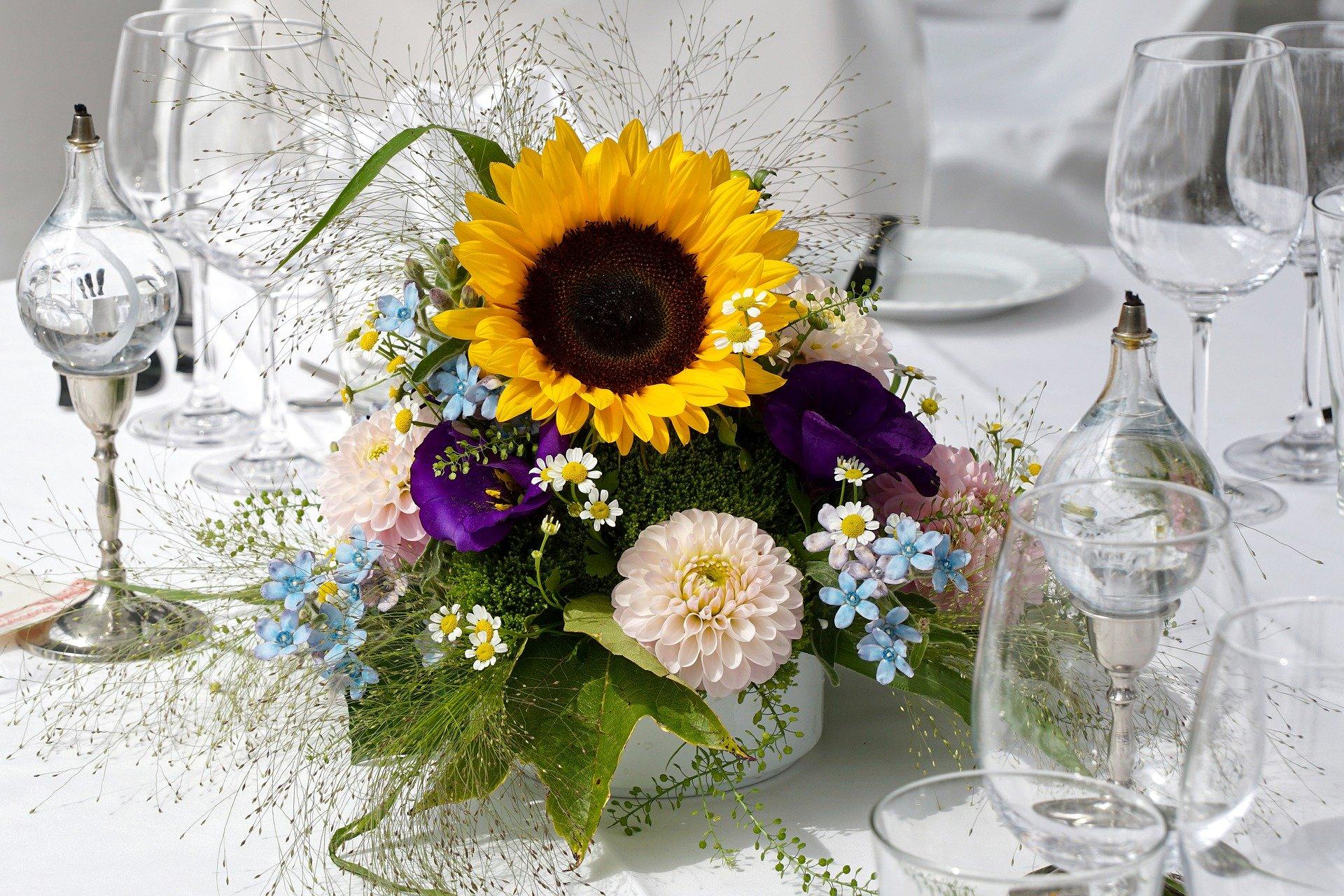 floral-arrangement-4670383_1920
